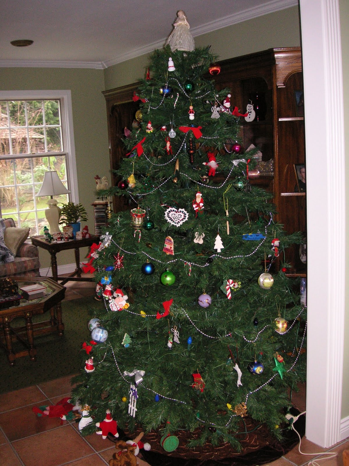 Color schemes for christmas trees - This Is Our Christmas Tree It S A Tree Full Of Memories With Each And Every Ornament I Love The Beautiful Trees That You See Done Up In Perfect Color